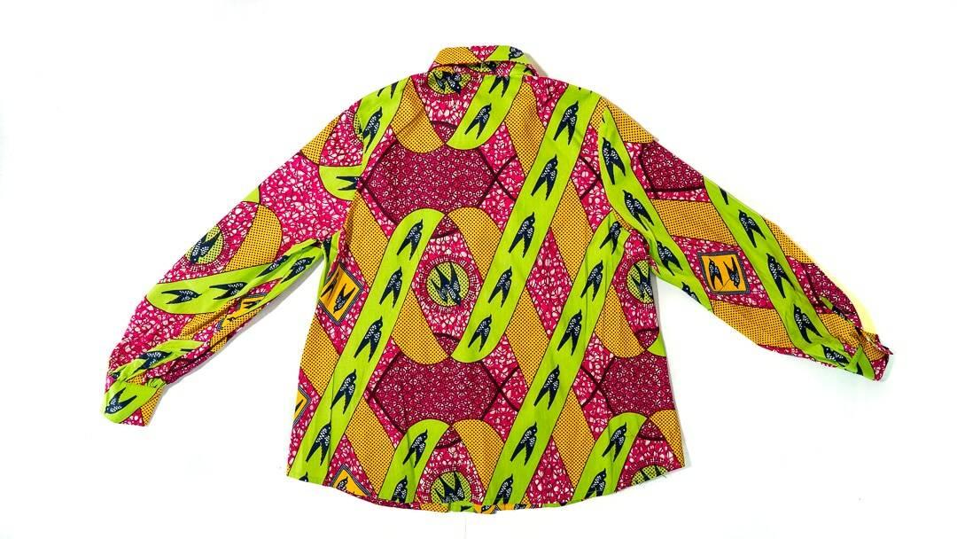 Chemise femme Angela Davis en wax africain motif hirondelle